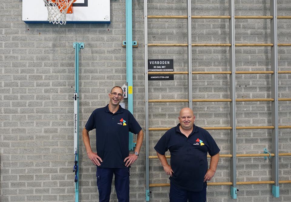 Kesje met zijn collega Stefan bij Sporthal De Gong in Etten-Leur